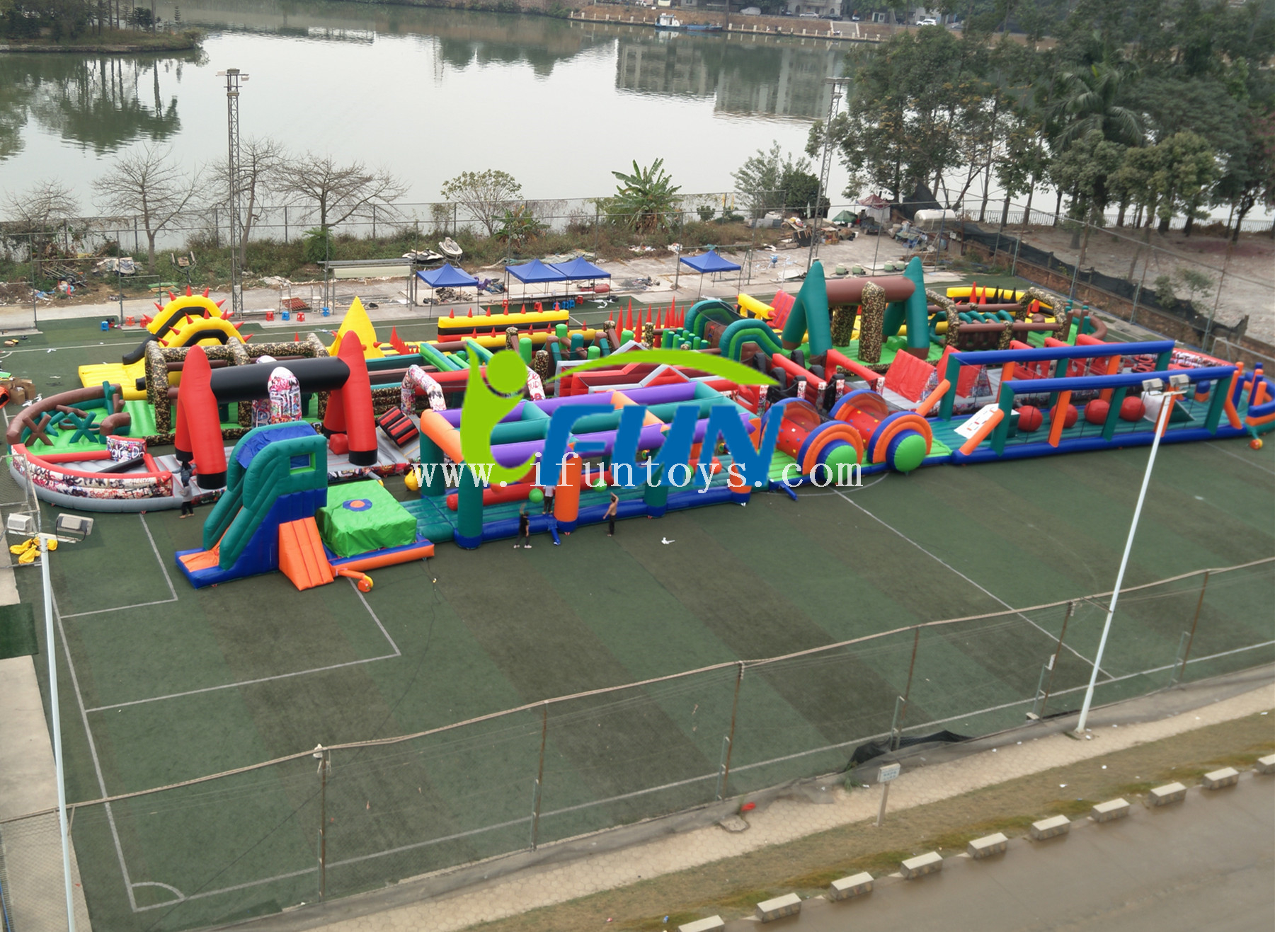 The biggest insane 5K inflatable assault obstacle course/military 5k race run obstacle /inflatable wipeout team building game for adults